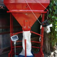 Sistem umplere si dozare saci de cereale, cu cantar si masina de cusut  oferta Utilaje agricole